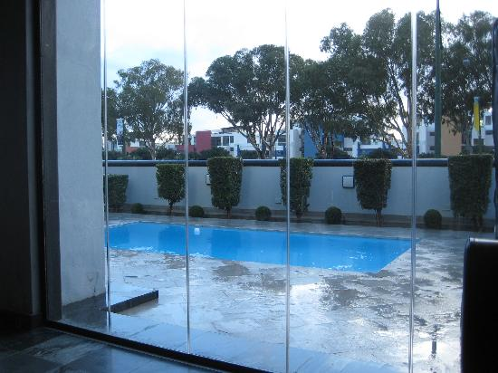 Sugar Hotel & Spa: The pool right outside breakfast room