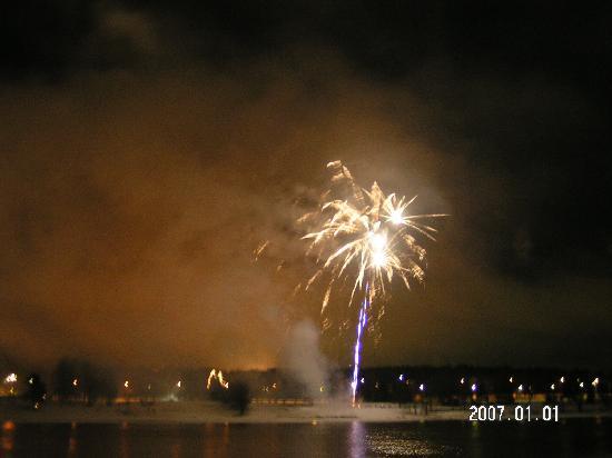 Hotelli Aakenus: 新年おめでとうの花火