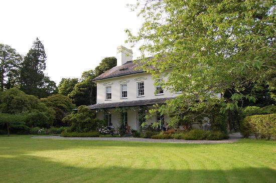 Plas Bodegroes from lawn