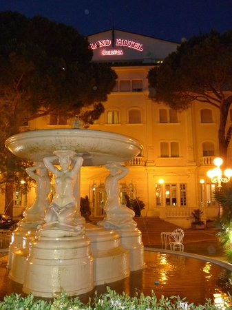 Grand Hotel Cervia : at night, view from Cervia