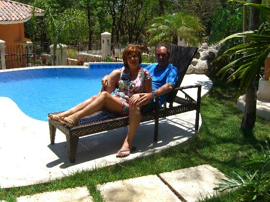 Villas Kalimba: Relaxing on the pool side
