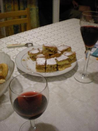 Dubrovnik Backpackers Club Hostel: Welcomedrink and cake!