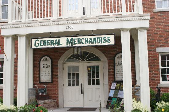 Nauvoo Country Lodge: General Merchandise and Sandwich Store