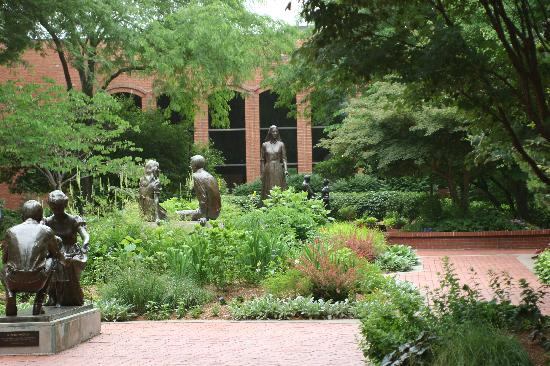 Nauvoo Country Lodge: Womens Garden and Visitors Center
