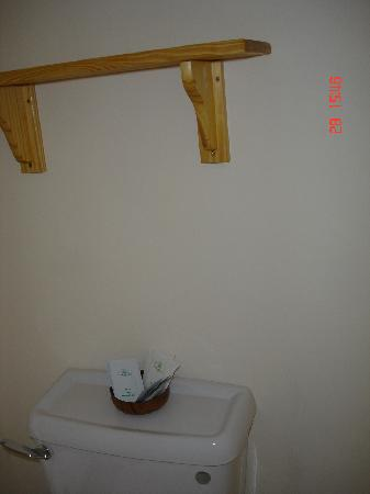 The Mount Guest House: ensuit shelf room 2