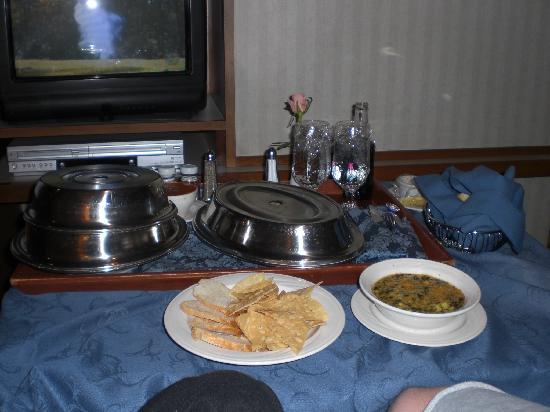 New Sanno Hotel: Room Service (dinner)