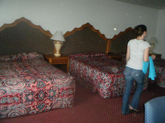 Econo Lodge: 3 bed suite