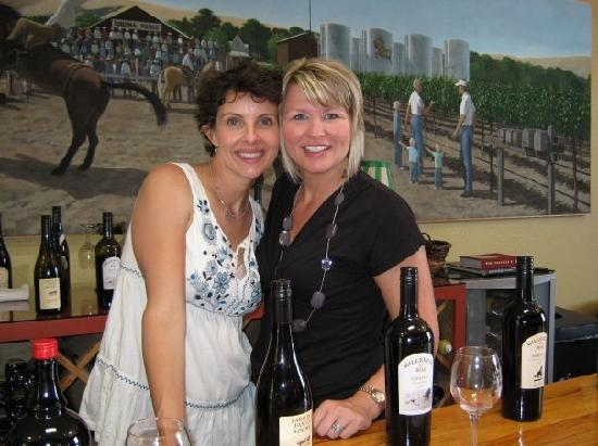 Larson Family Winery : Posing behind the bar!