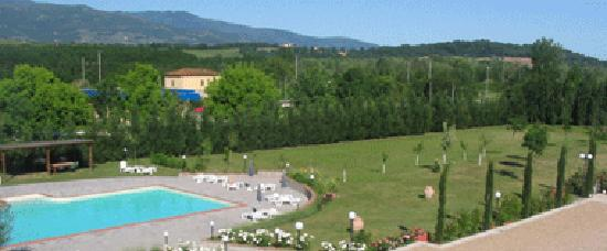 MsnRelais Carresi : Vista su piscina e colline