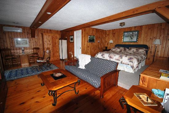 Willow Pond Country Bed and Breakfast: The cabin