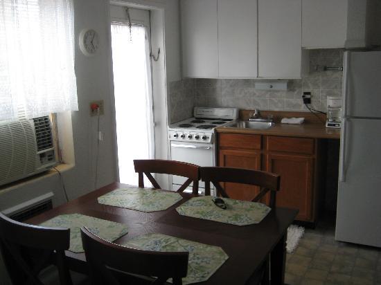 Echo Sails Motel: The kitchen
