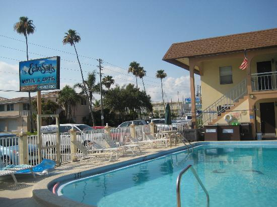 Echo Sails Motel: The nice pool