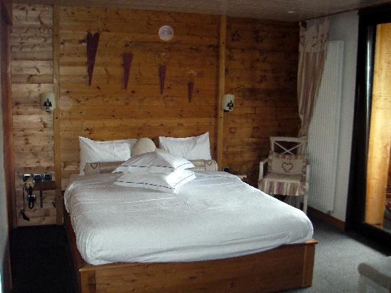 Chalet Hotel Le Collet : Junior suite bedroom