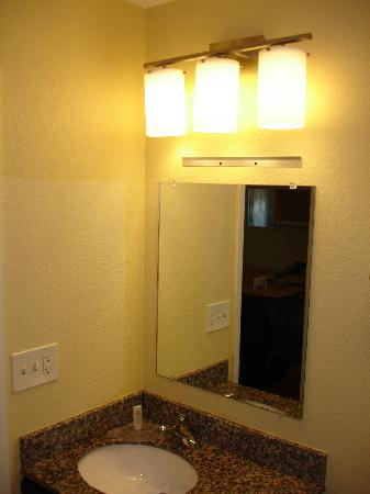 TownePlace Suites Columbus: Bathroom