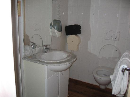Saint Paul: Bathroom