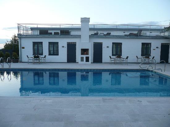 Hotell Gasslingen: Open fire by the pool