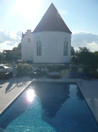 هوتل جاسلينجين: Church next door
