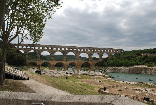 Mas d'Oleandre - maison d'hotes : pont du gard