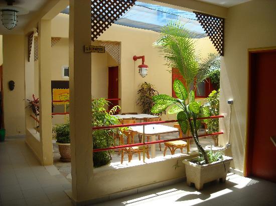 Hotel du Phare Les Mamelles: Le patio salle de restaurant