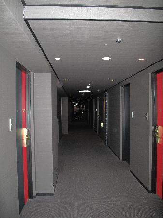 โรงแรมครอส โอซากา: corridor
