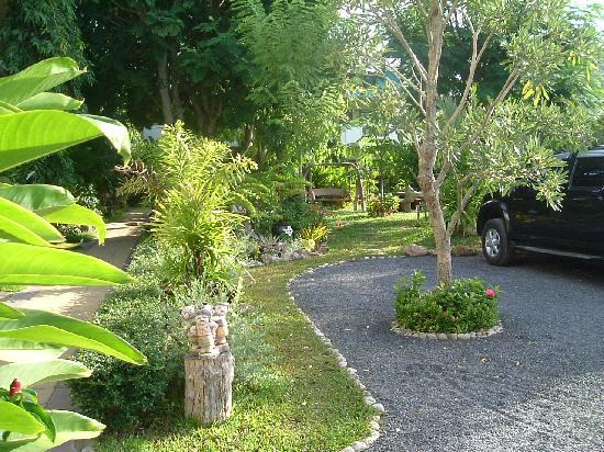 Baan Karnjana: Car park and Gardens