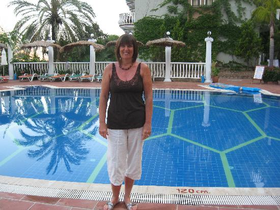 smartline Flamingo: My wife by the turtle shaped pool