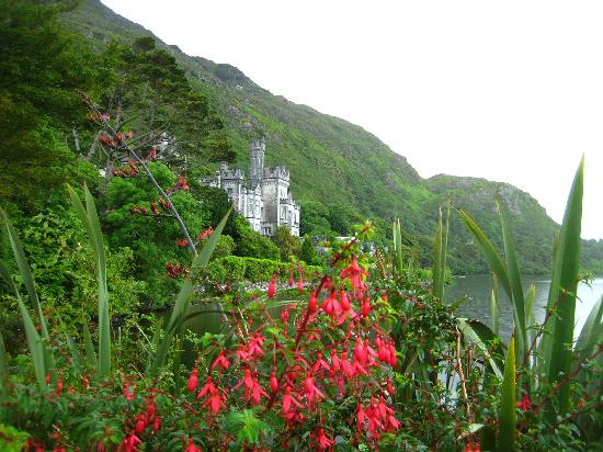 Connemara Safaris: Gardens outside Kylemoor Abbey
