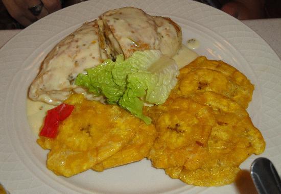 Cayey, Puerto Rico: Pechuga de pollo rellena de langosta en salsa de queso