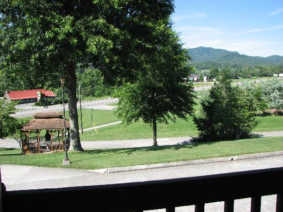 Highland Manor Inn & Conference Center: View from our balcony at the Highland Manor Inn