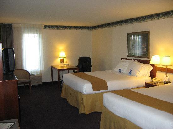 Holiday Inn Express Holland : 2 Queen Room