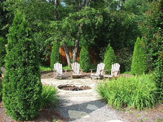 The Windover Inn Bed & Breakfast: Fire pit at the Windover Inn