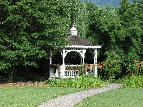 The Windover Inn Bed & Breakfast: Gazebo at the Windover Inn
