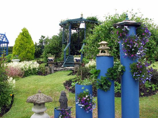 Redknowe Bed & Breakfast: Beautiful garden at Redknowe