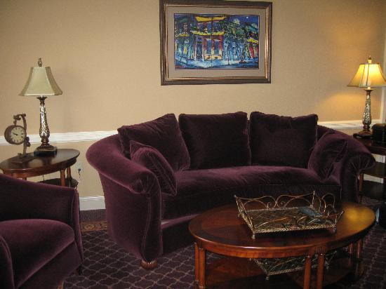Paragon Casino Resort: Atrium suite- living room