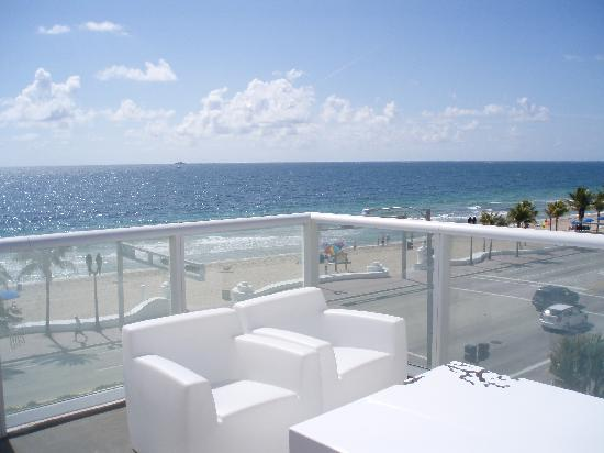W Fort Lauderdale Terrace Public View