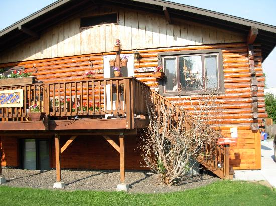 Downtown Log Cabin Hideaway Bed and Breakfast - Fairbanks, Alaska: Log Cabin Hideaway