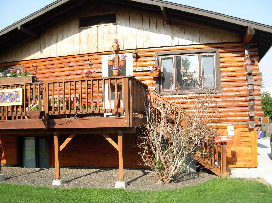 Downtown Log Cabin Hideaway Bed and Breakfast - Fairbanks, Alaska: Log Cabin Hideaway