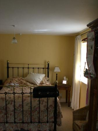 Lacock Pottery Bed & Breakfast: The very comfortable bed