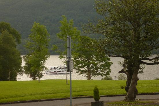 Tarbet, UK: View of the Loch..no midgies.