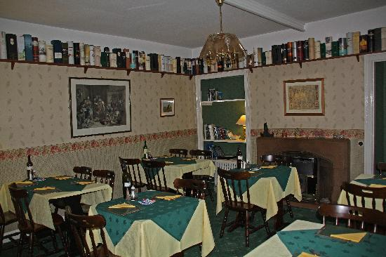 Glenmoriston Arms Hotel: Welcoming Dining Room