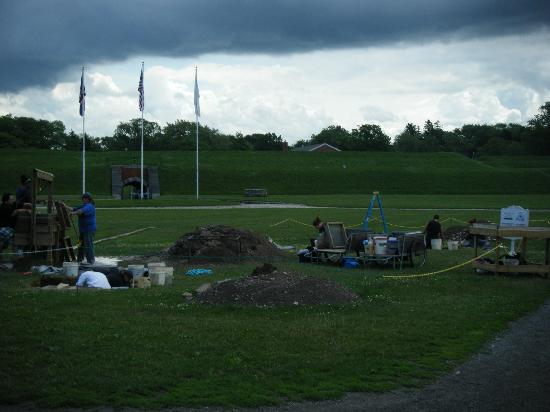 Youngstown, NY: Buffalo State Univ archeology dig
