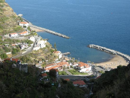 Casa Palmeira & Casa Nolina: Casa Palmeira and Casa Nolina's position overlooking the beach (second down on left nearest the