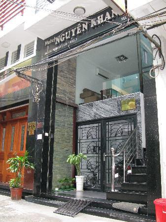 Nguyen Khang Hotel: front