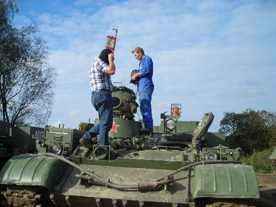 Hotel Schloss Hubertushöhe: Send Your Husband to Play Tanks