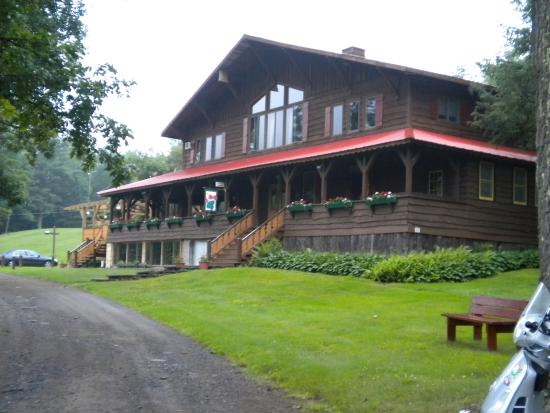 Main building at the Alpine Inn