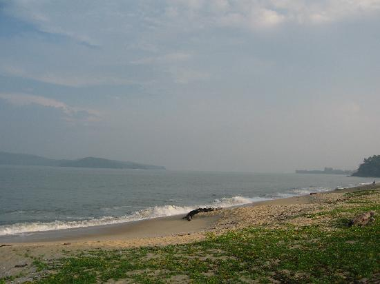 Pantai Tengah, Μαλαισία: Sea view - only one minute walk from our bedroom