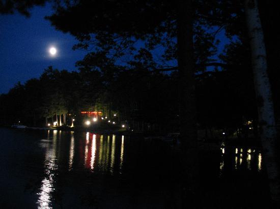 Black Bear Lodge: Black Bear from boat at night