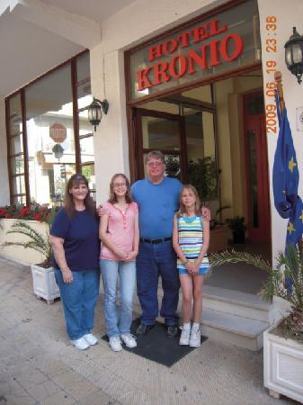 Hotel Kronio: Myself, wife and daughters