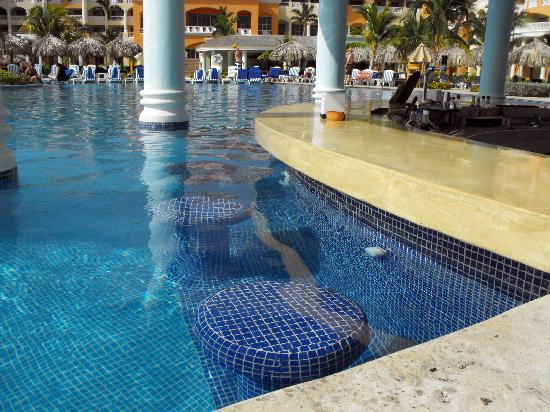 Swim-up pool bar stools - Picture of Iberostar Selection ...