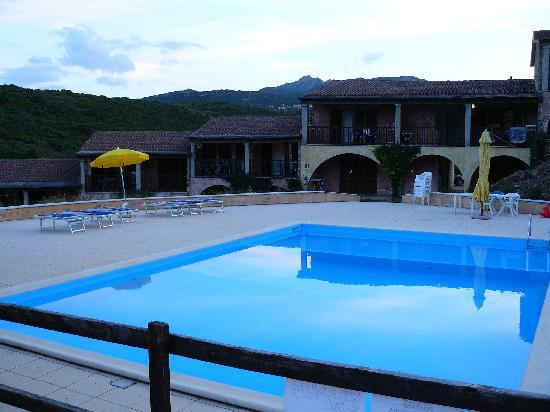 Costa Ruja Residence : piscina